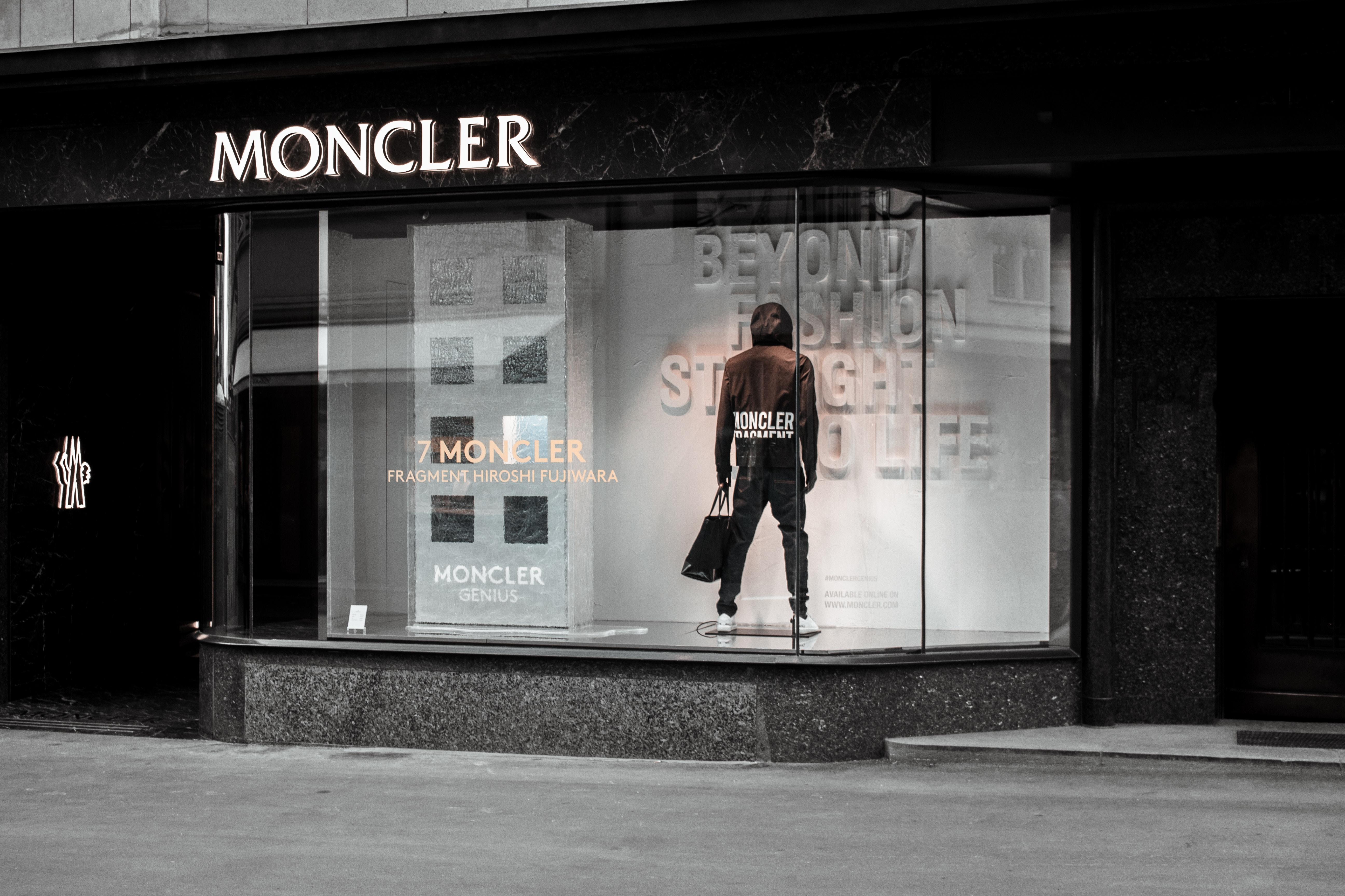 Kurtki Moncler jak rozpoznać oryginał? Fashion